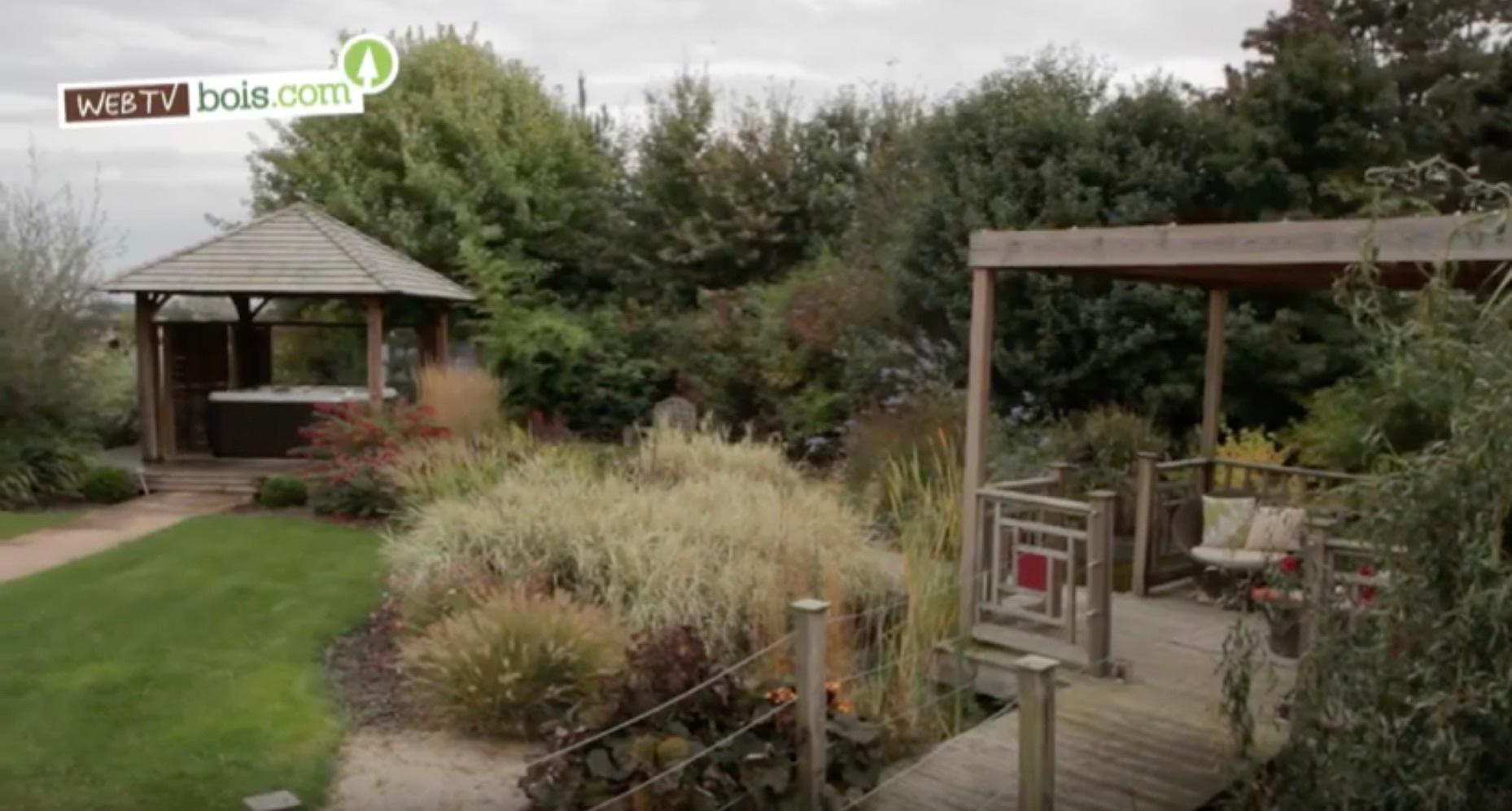 [Vidéo] Aménagement de jardin en bois (terrasse, pergolas, etc.)
