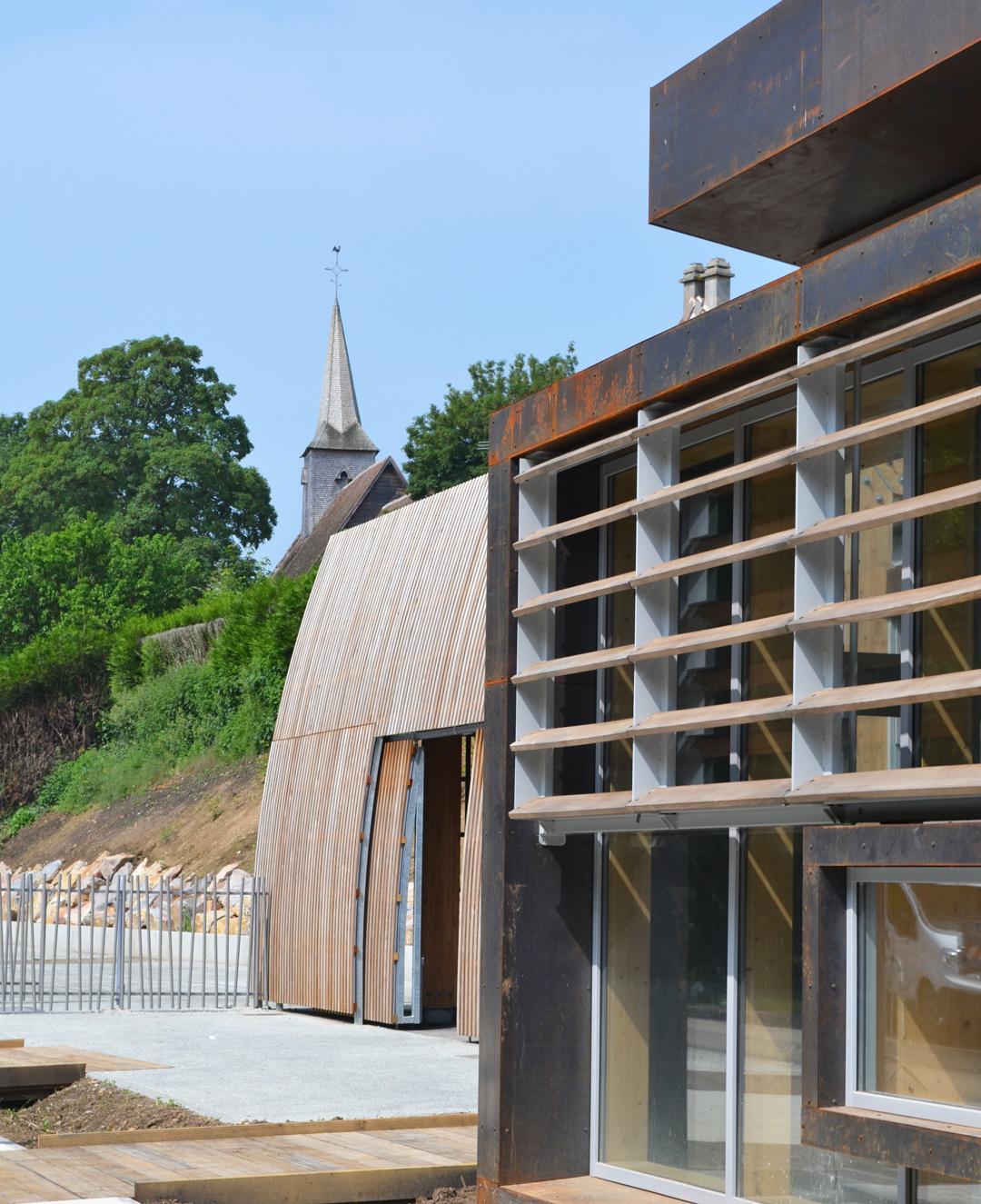 Paroles d'architectes : le choix du bois dans un bâtiment public vu par Philippe Goudenège et Cristel Courboin