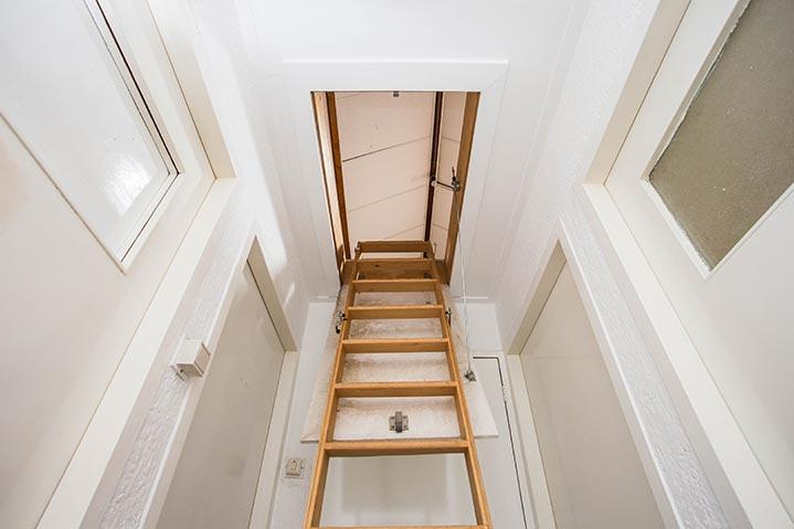 Exemple d'escalier pliant