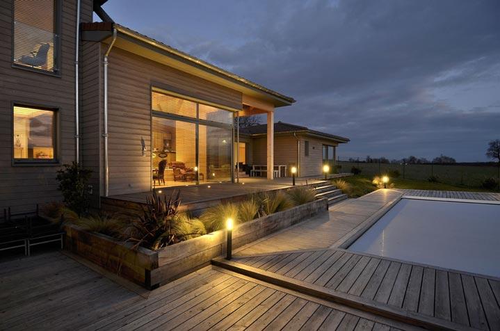 Maison bois avec piscine - Vue de nuit
