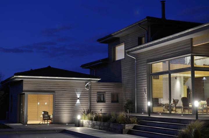 Maison bois - Vue de nuit avec éclairage extérieur