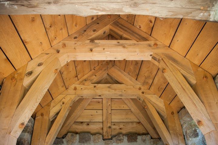 Exemple de charpente bois aux méthodes anciennes