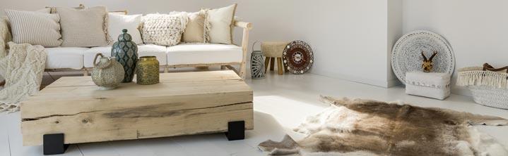 Table basse de salon en bois brut