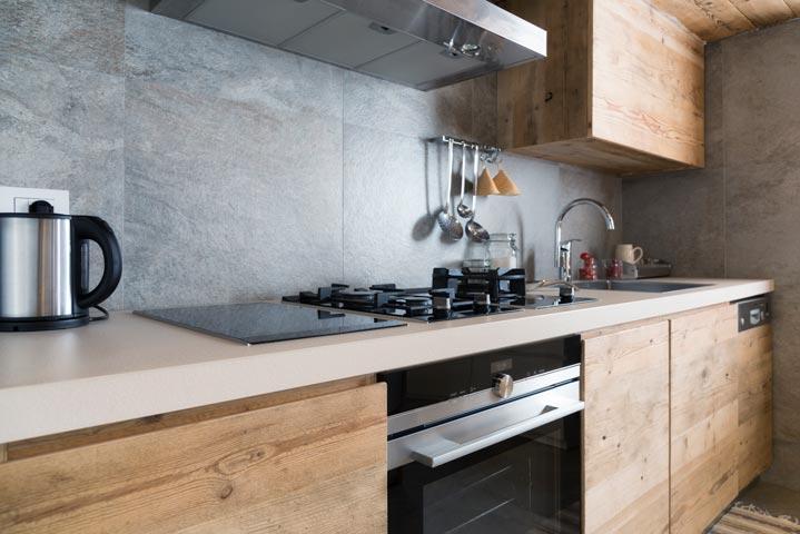 Façades de cuisine en bois apparence brute
